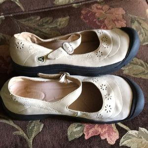 Keen women's Mary Jane shoes size 11
